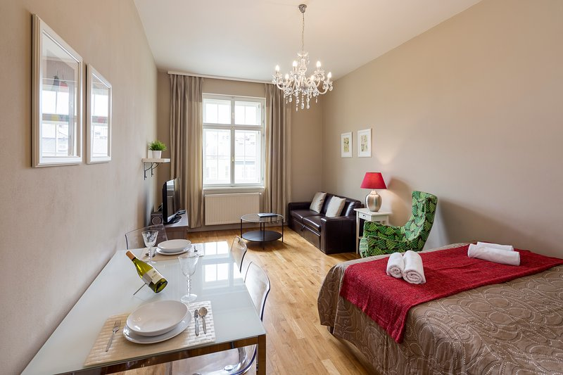 Living room with double bed (180 x 200 cm) and double sofa bed
