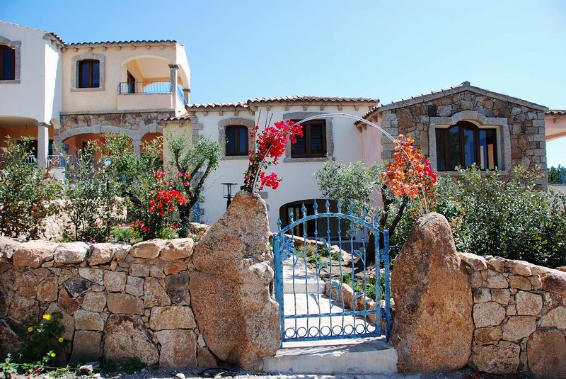 PITTULONGU, VILLA MAGNIFIQUE 2, holiday rental in Olbia