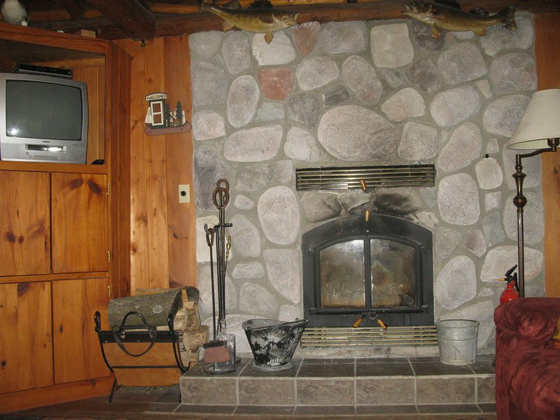 Wood fireplace for cozy , warm evenings.