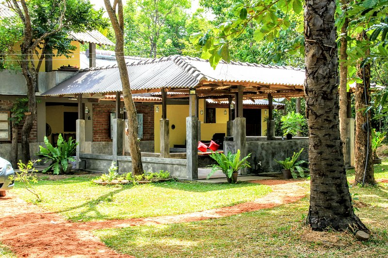 HiddenSide waya ulpatha, holiday rental in Kekirawa