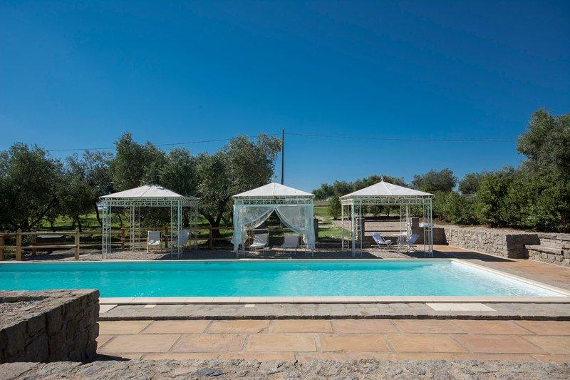 CASALE DEGLI ULIVI: EXTRAORDINARY FARM HOUSE, vacation rental in Montefiascone
