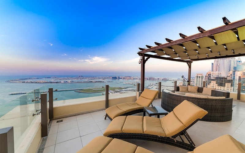Amazing penthouse heart of Jumeirah  Beach Walk, vacation rental in Dubai