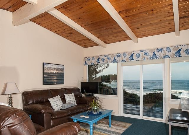 Experience this pet friendly oceanfront couples retreat in Seal rock!, alquiler vacacional en Seal Rock