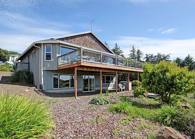 Experience Oceanside, Oregon from this home perched high above the waves!, holiday rental in Cape Meares