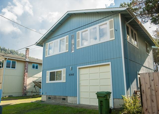 Escape to Pacific City in this pet friendly vacation home close to the beach!, vacation rental in Pacific City