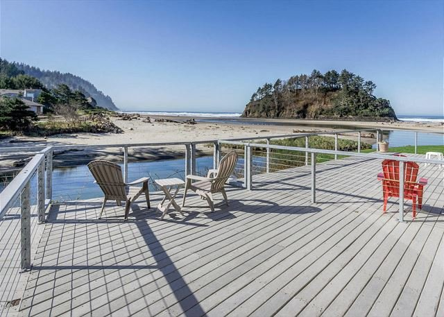 Amazing Proposal Rock - Relax and enjoy the 'Amazing' oceanfront views!, alquiler de vacaciones en Neskowin