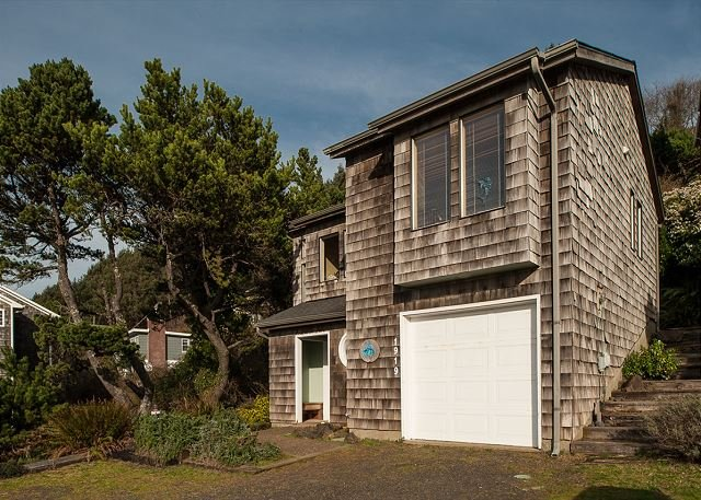 Explore this beautiful 3 bedroom home w/ astounding views of the Pacific!, vacation rental in Otis