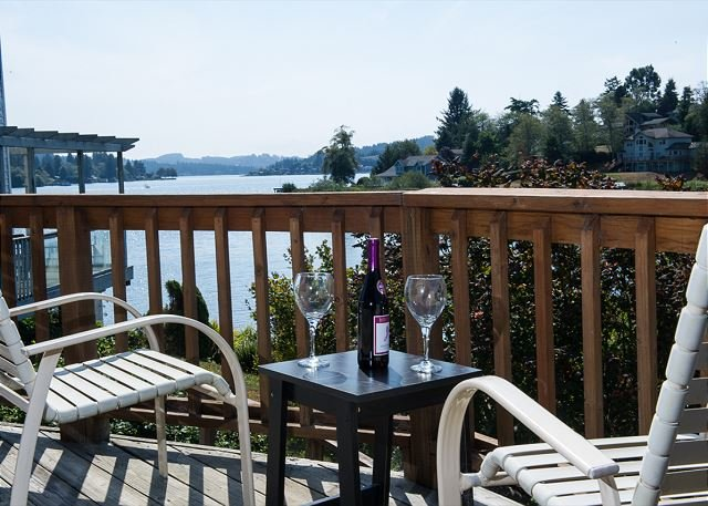 Lake Point Hideaway - Lake front! Bring your boat and enjoy the private dock., vacation rental in Neotsu