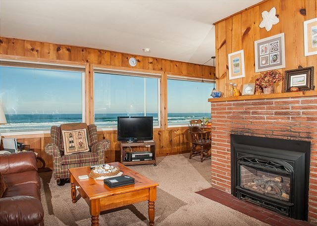 Pet friendly oceanfront w/ direct beach access in Lincoln City's Roads End!, location de vacances à Lincoln City