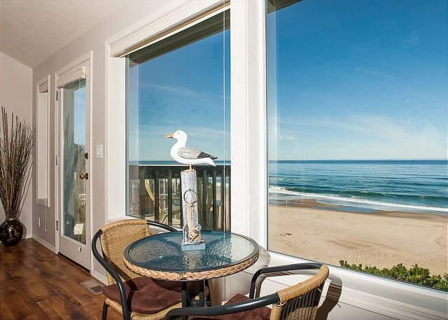 Oceanfront and a game room located in Lincoln City! The perfect getaway., location de vacances à Lincoln City