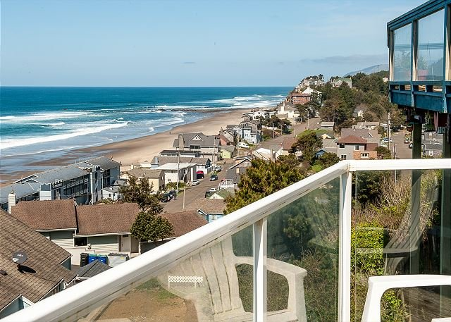 A beautiful house for your families getaway with easy access to great beaches, location de vacances à Lincoln City