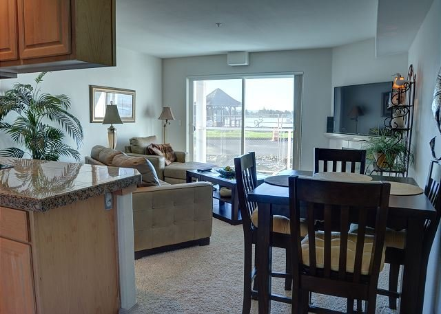 Pet friendly condo at an affordable price in Lincoln City's Taft District!, holiday rental in Lincoln City