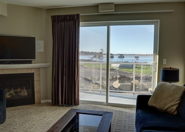 Pet friendly condo in Lincoln City located nearby the sand, surf and sun!, location de vacances à Lincoln City