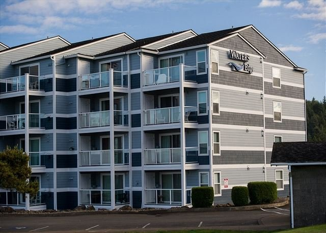 Top floor bay front condo w/ easy access to the surf in Lincoln City, OR!, holiday rental in Lincoln City