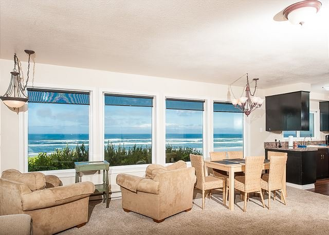 Amazing pet-friendly oceanfront home with private beach access in South Beach, alquiler de vacaciones en South Beach