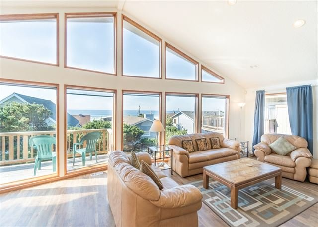 Located in the popular Roads End district of Lincoln City with amazing views!, vacation rental in Otis