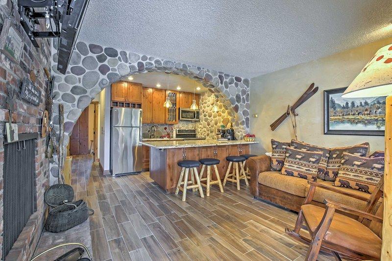 Ti sentirai come a casa all'interno dell'invitante interno aggiornato di questo appartamento.