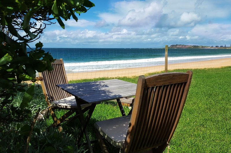 Private beachfront garden apartment 4 at Coachhouse on the Beach; Apartment 4, holiday rental in North Narrabeen