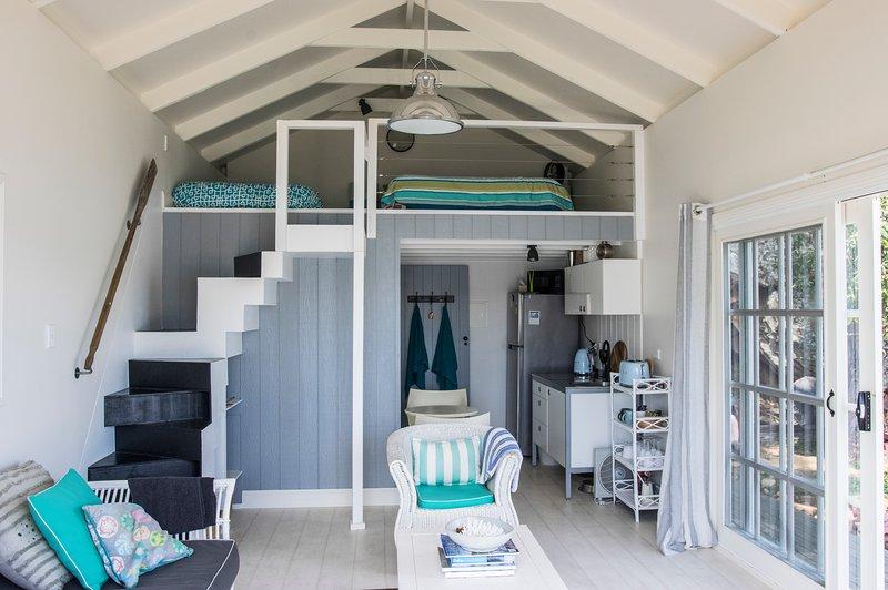 Hamptons Shack Boat House Dangar Island, casa vacanza a Berowra Waters