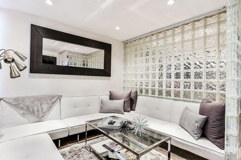 Modern Livingroom with 3 designer sofas & 70 inch Smart TV