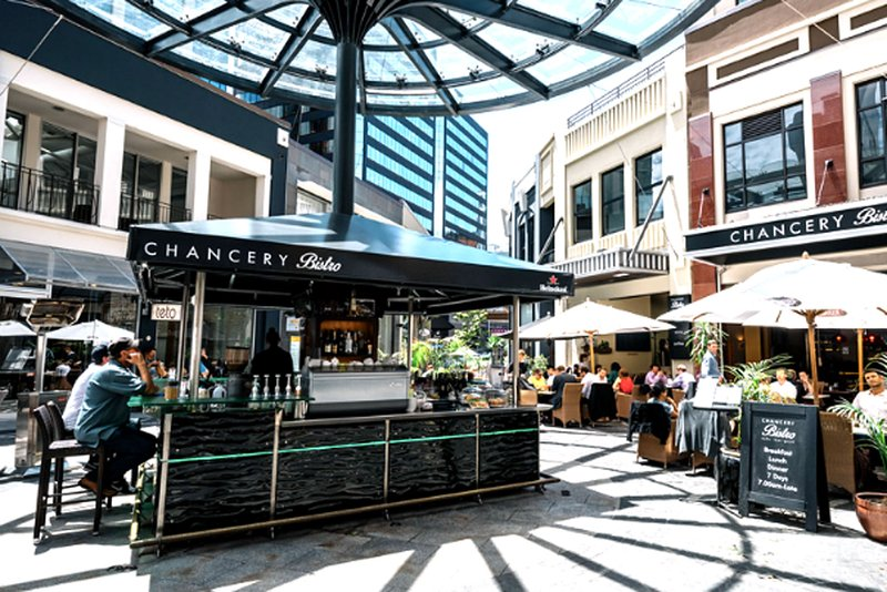 Only a 4min walk to the Chancery Square eateries.