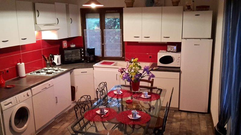 gite bibi 6 personnes, location de vacances à Villeneuve d'Aveyron