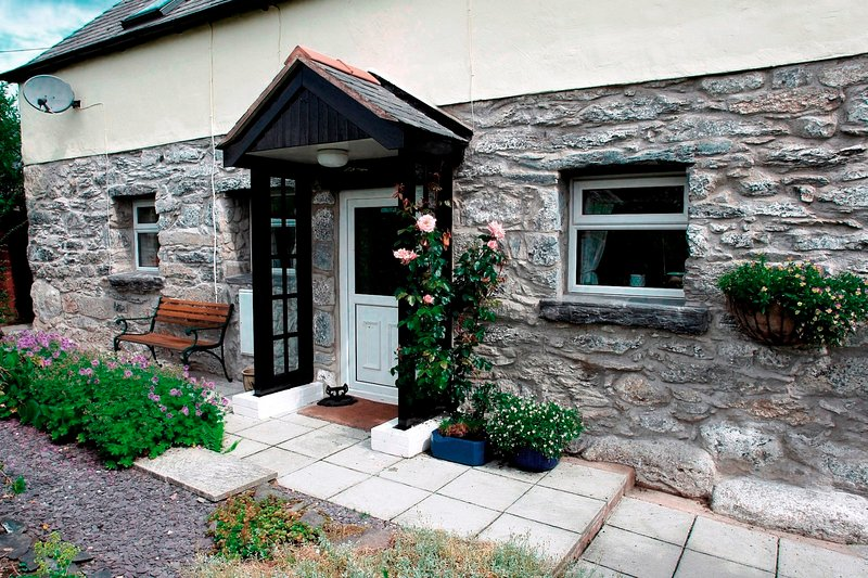 Bala, Pen y Banc Cottage.  Dogs welcome. From £85 per night £395 - £605 pw inc., vacation rental in Bala