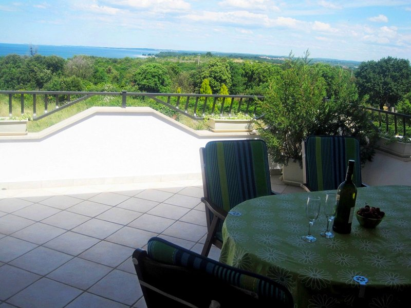 Holiday apartment with superb sea view, holiday rental in Stinjan