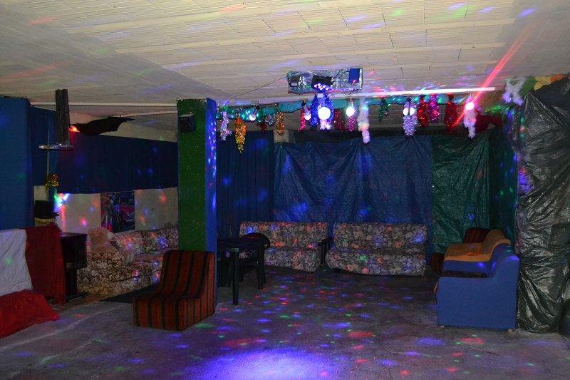 Stanza stanzone + appartamento per fare feste di ogni tipo compleanni ecc., alquiler de vacaciones en Montespertoli