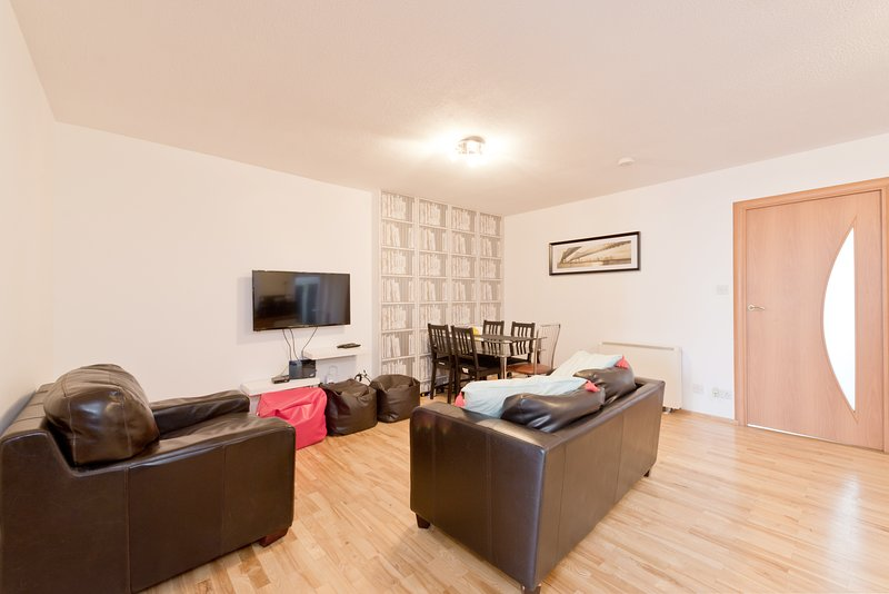 Drimnagh Dublin 12 - 2 Bed beside Blackhorse Luas, holiday rental in Dublin