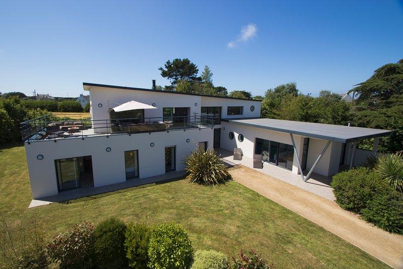 Villa de grand standing proche de la plage, location de vacances à Plougrescant