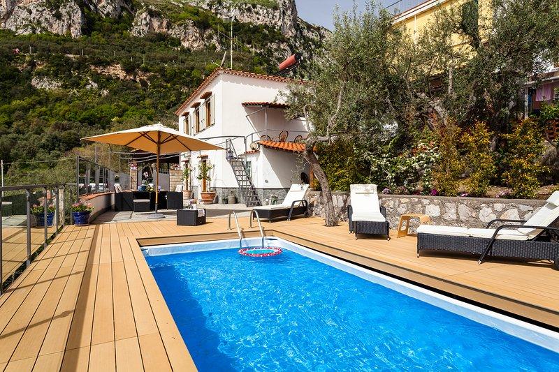 La villa ofrece a sus huéspedes una vista impresionante y mantiene la promesa de una estancia inolvidable.