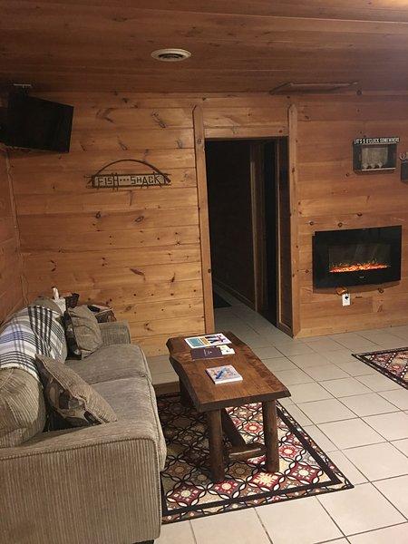 Salón cuenta con un sofá y un sofá cama. Ver TV, Acurruquen cerca de la chimenea!