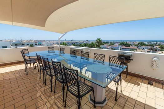 Superb sea view from this well equipped terrace with a plancha to receive your guests!