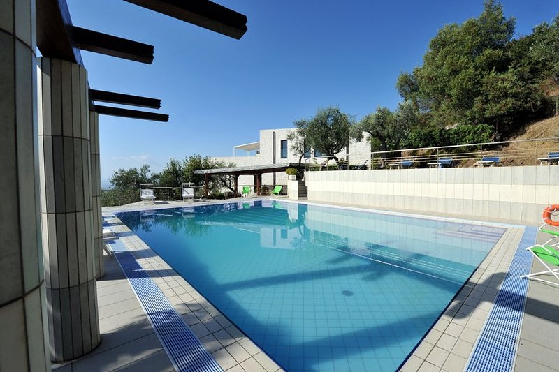 Large villa with sea-front pool - 12 bedrooms, holiday rental in Marciano