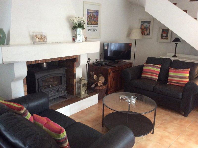 Good open plan sitting area