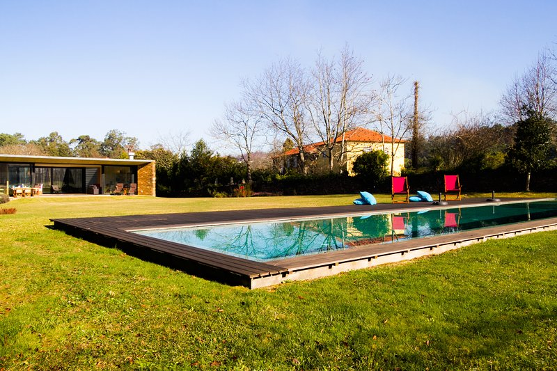 Liiiving in Caminha | Lawny Pool House, alquiler vacacional en Vilar de Mouros