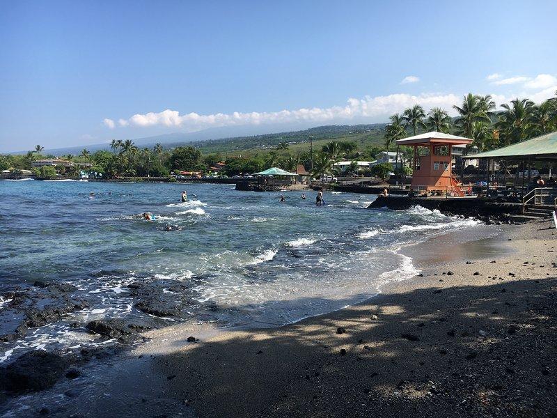 Der Strand auf den anderen Straßen hat Rettungsschwimmer im Einsatz während des Tages.
