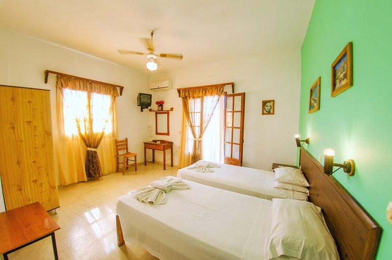One bedroom&bathroom w/sea view balcony at Yanna' s Apts, location de vacances à Velonades