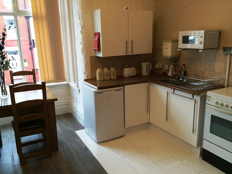 Somerset House Apartment - 1 - Sleeps 5, holiday rental in Blackpool