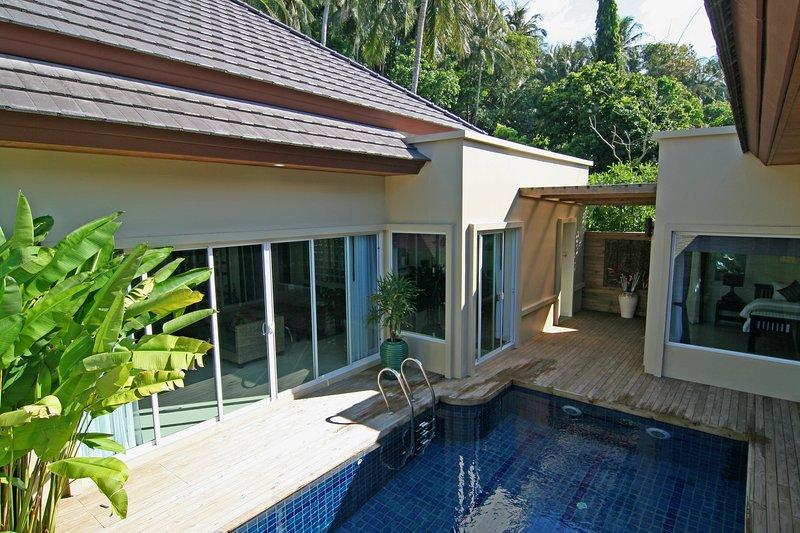 Heaven in Phuket 2 Bedroom Private Pool Villa – semesterbostad i Karon Beach