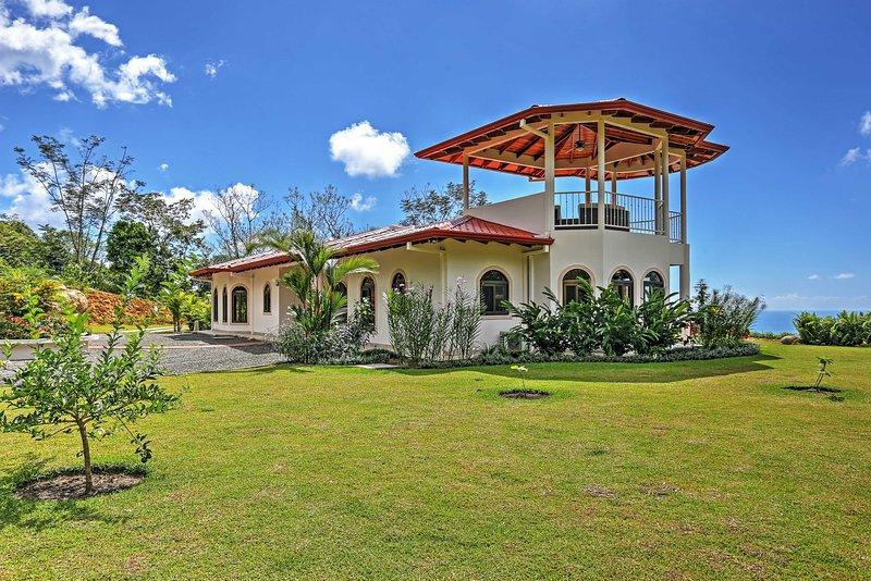 'Casa de la Roca' Stunning 3BR Ojochal House!, casa vacanza a San Buena