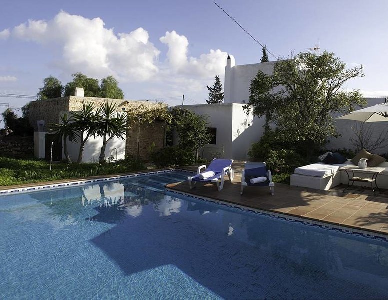 QUIET FINCA IBIZENZA in a PERFECT LOCATION, holiday rental in Cala Llonga