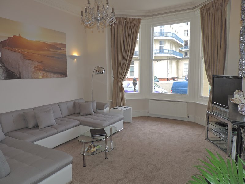 Large living room of 13 square metres to relax and enjoy your stay