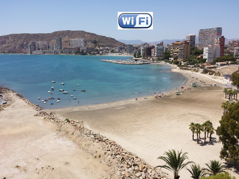 APARTAMENTO CON IMPRESIONANTES VISTAS EN ALICANTE, holiday rental in Alicante