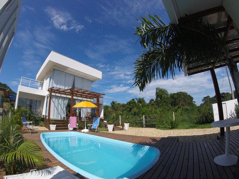 Fantástica Casa com Piscina em Bombinhas - Mariscal - SC, holiday rental in Bombinhas