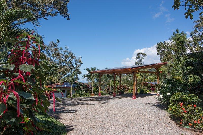 Solar sobre Cochera y jardines