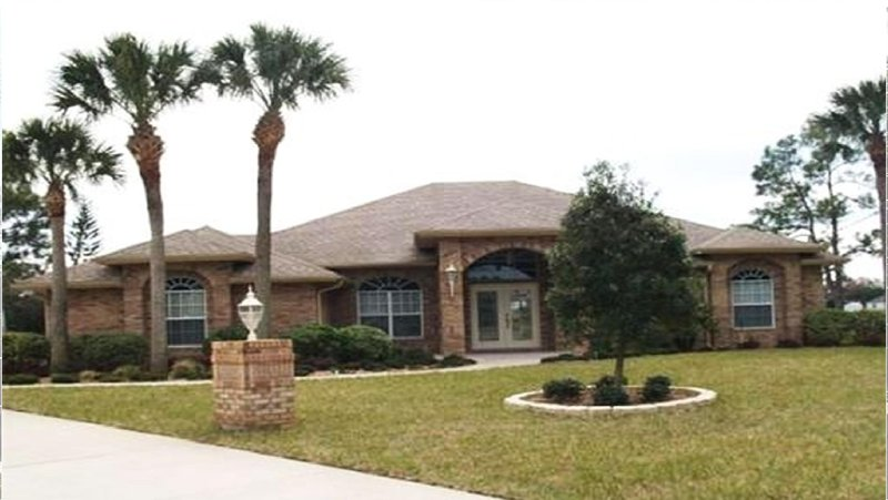 Deltona Private Oasis Awaits! ONLY 30MIN T0 DAYTONA, 45MIN TO DISNEY & UNIVERSAL, alquiler de vacaciones en Orange City