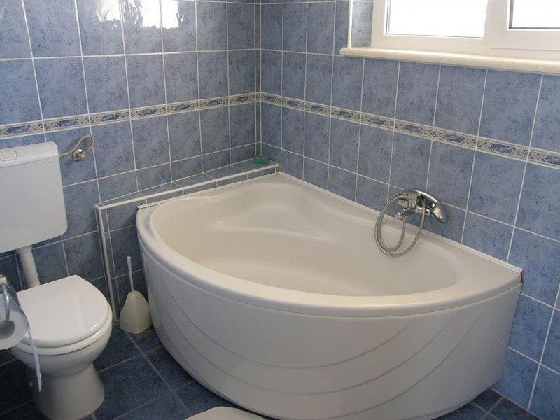 A2 (2 + 2) Gornji: Bad mit WC