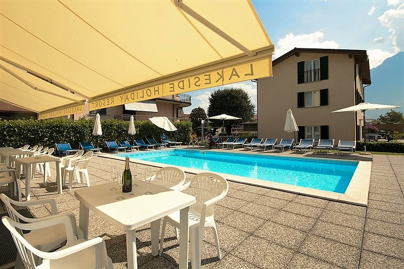 Apartment with pool near the beach 1.floor, holiday rental in Domaso